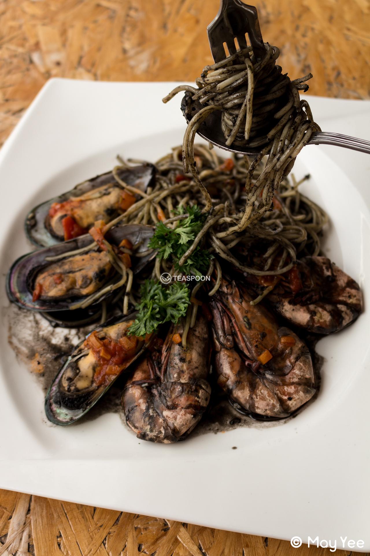 [Squid Ink Seafood Pasta] (2)