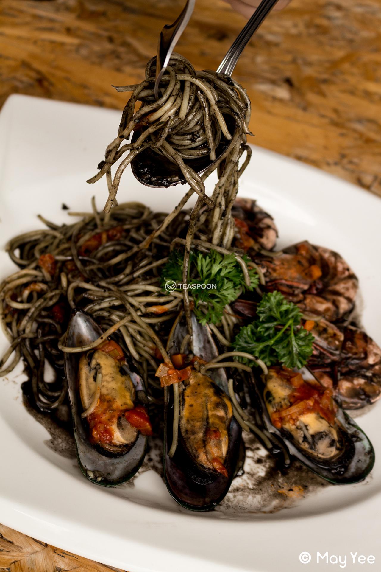 [Squid Ink Seafood Pasta]