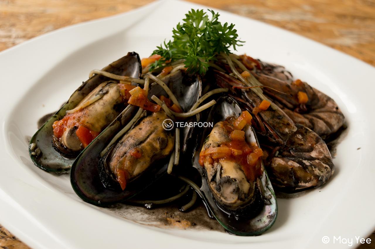 Squid Ink Seafood Pasta (2)