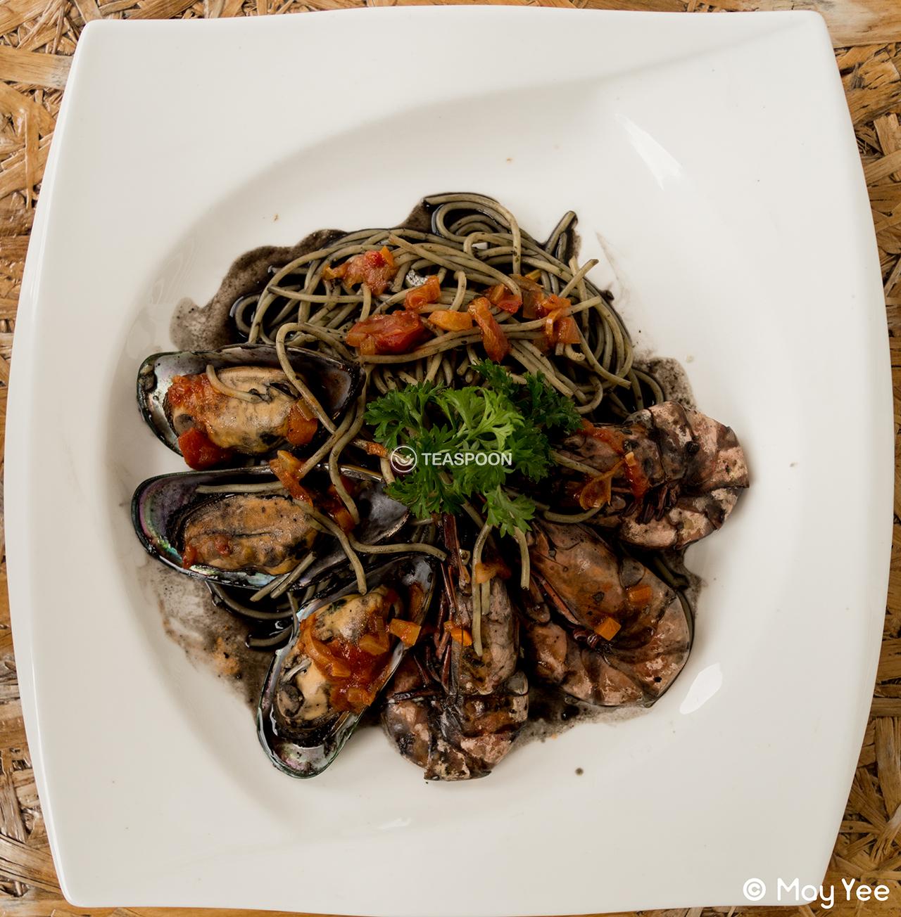 Squid Ink Seafood Pasta (3)