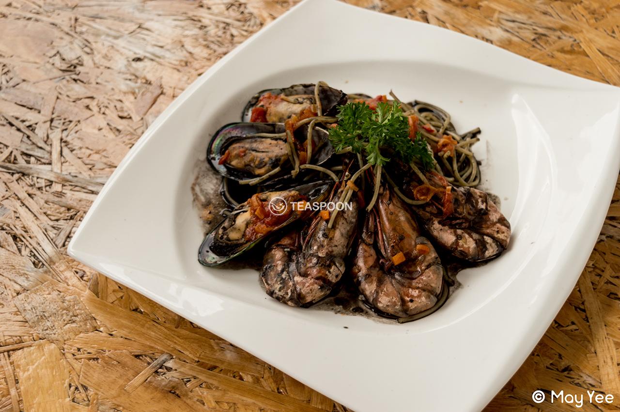Squid Ink Seafood Pasta (4)
