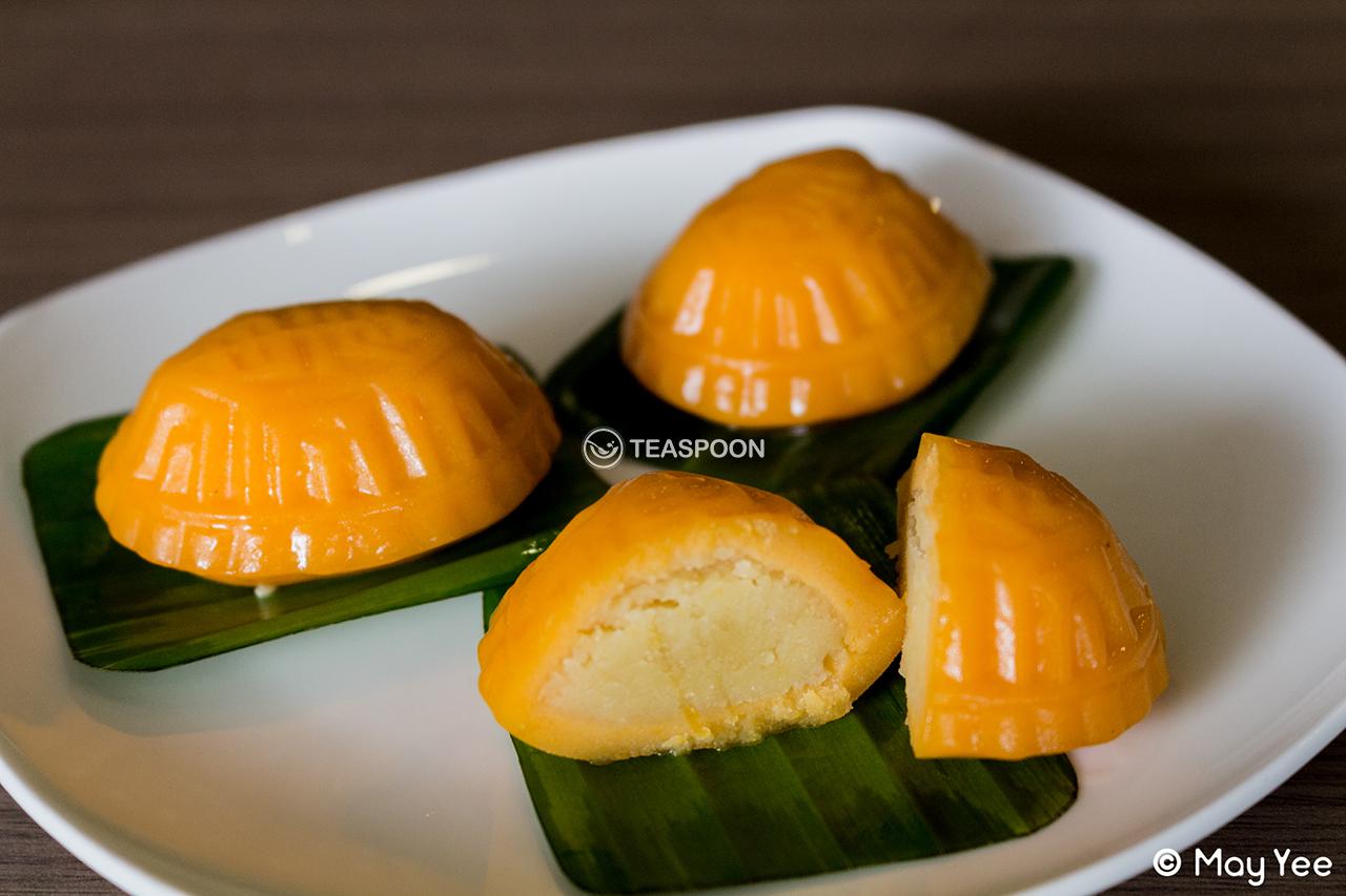 [Pumpkin Skin Ang Goo Kueh]