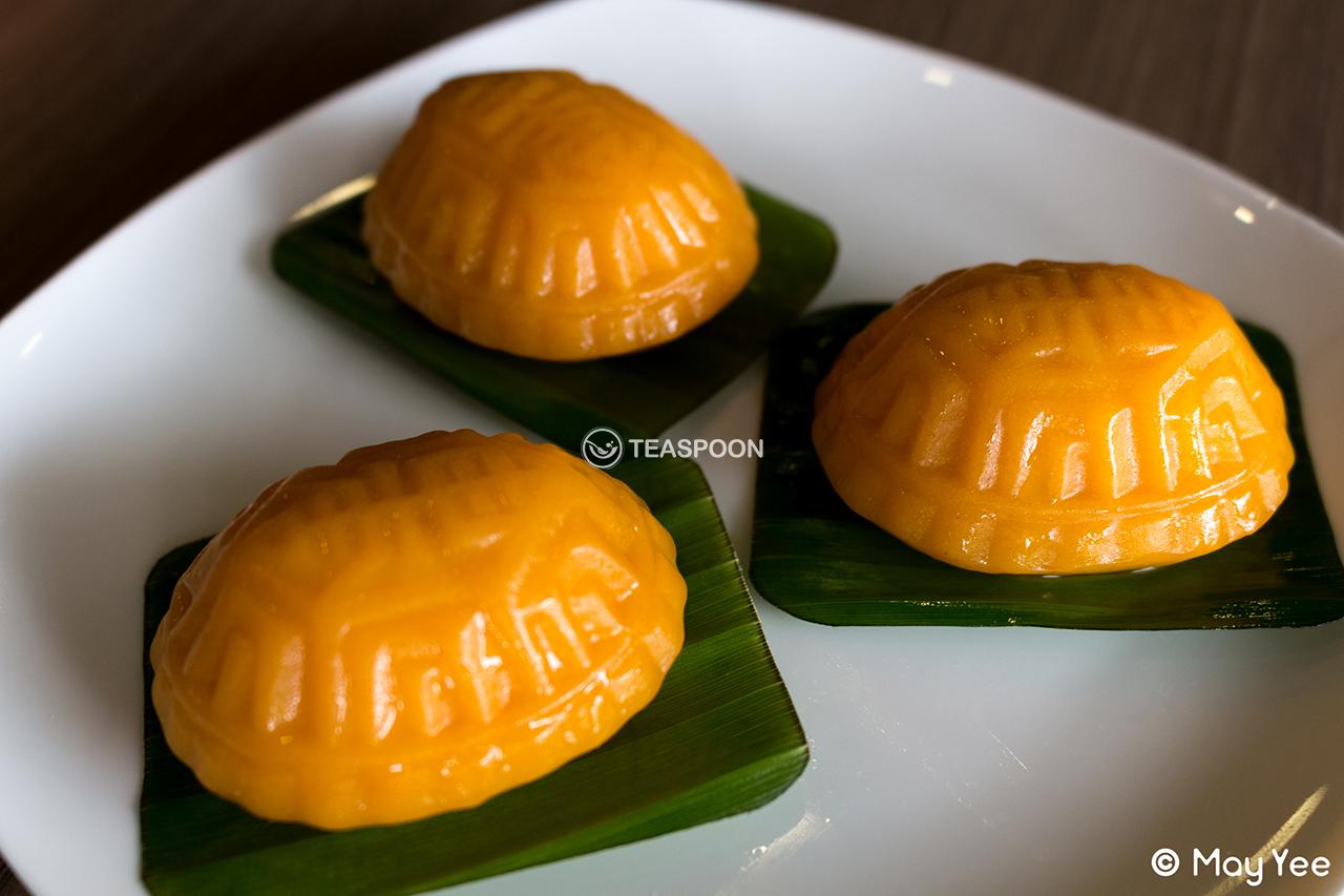 Pumpkin Skin Ang Goo Kueh (4)