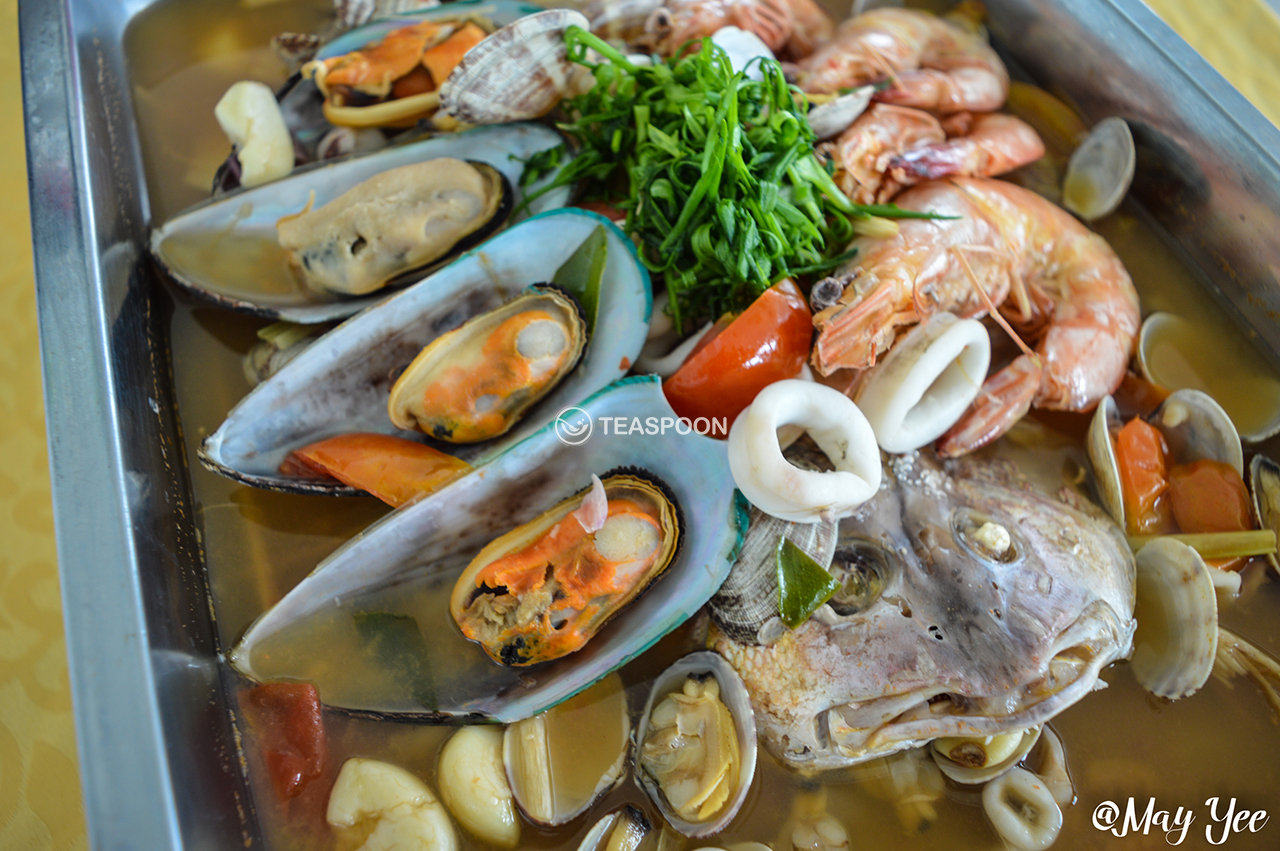 Steamed Tom Yam Ikan Siakap w Prawns, Mussels, Sotong, Clams (4)
