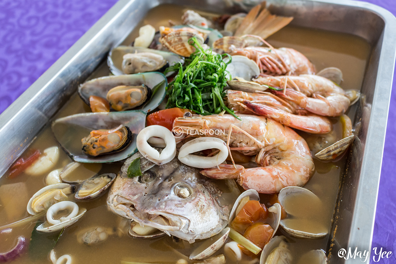 Steamed Tom Yam Ikan Siakap w Prawns, Mussels, Sotong, Clams (5)
