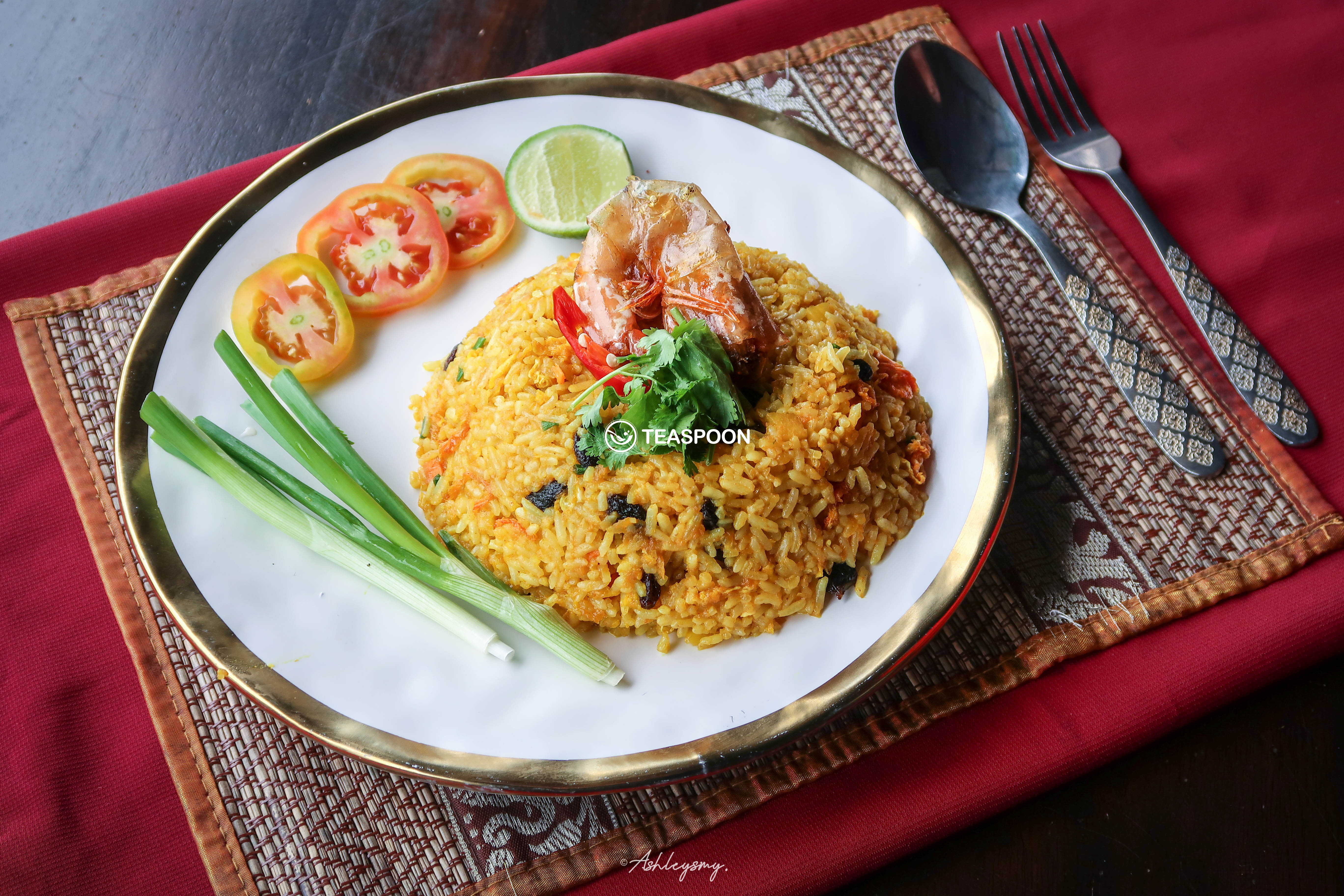 Pineapple Fried Rice (Khao Phad Sapparod)