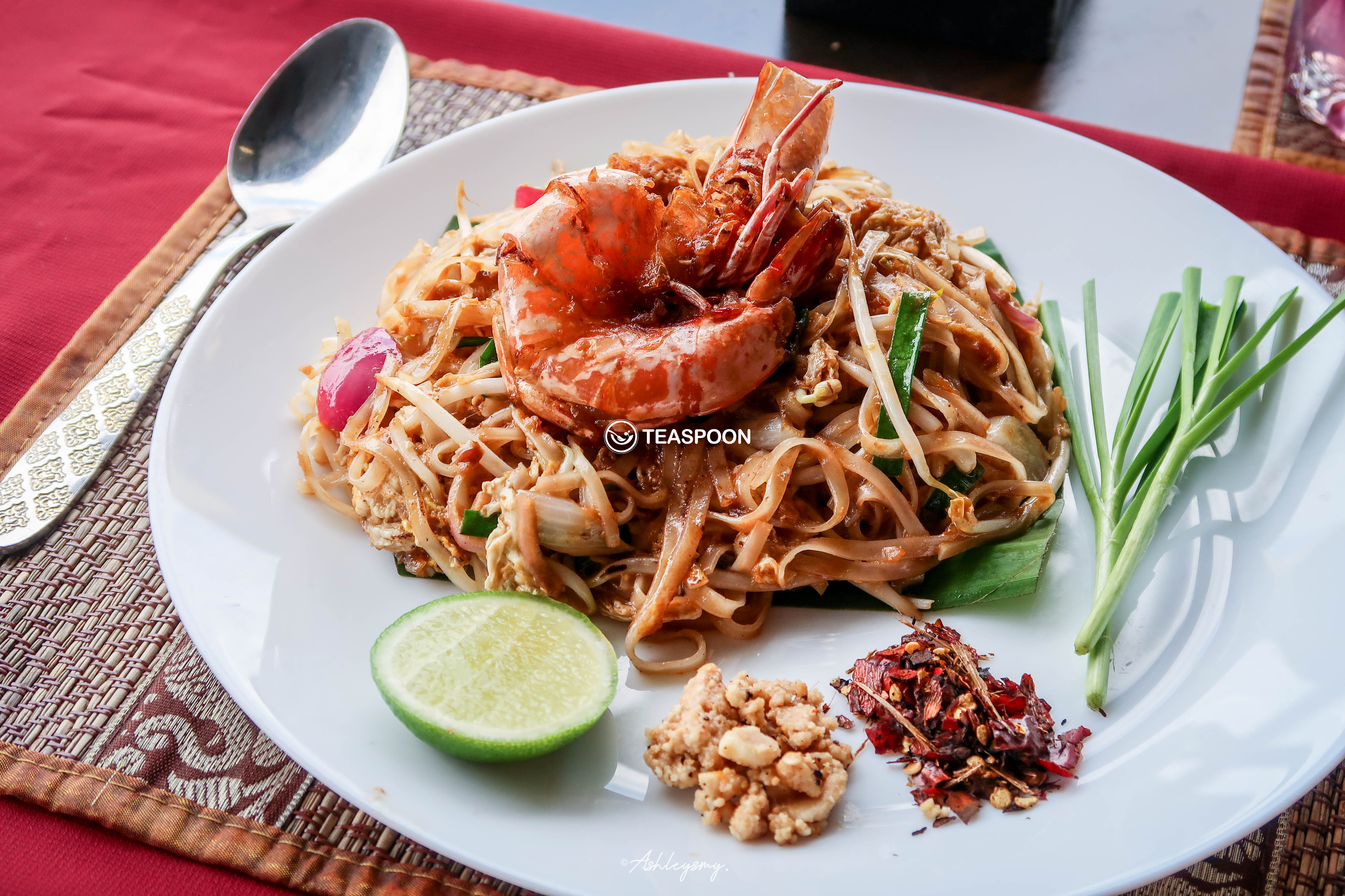 Stir Fried Rice Noodle (Phad Thai)