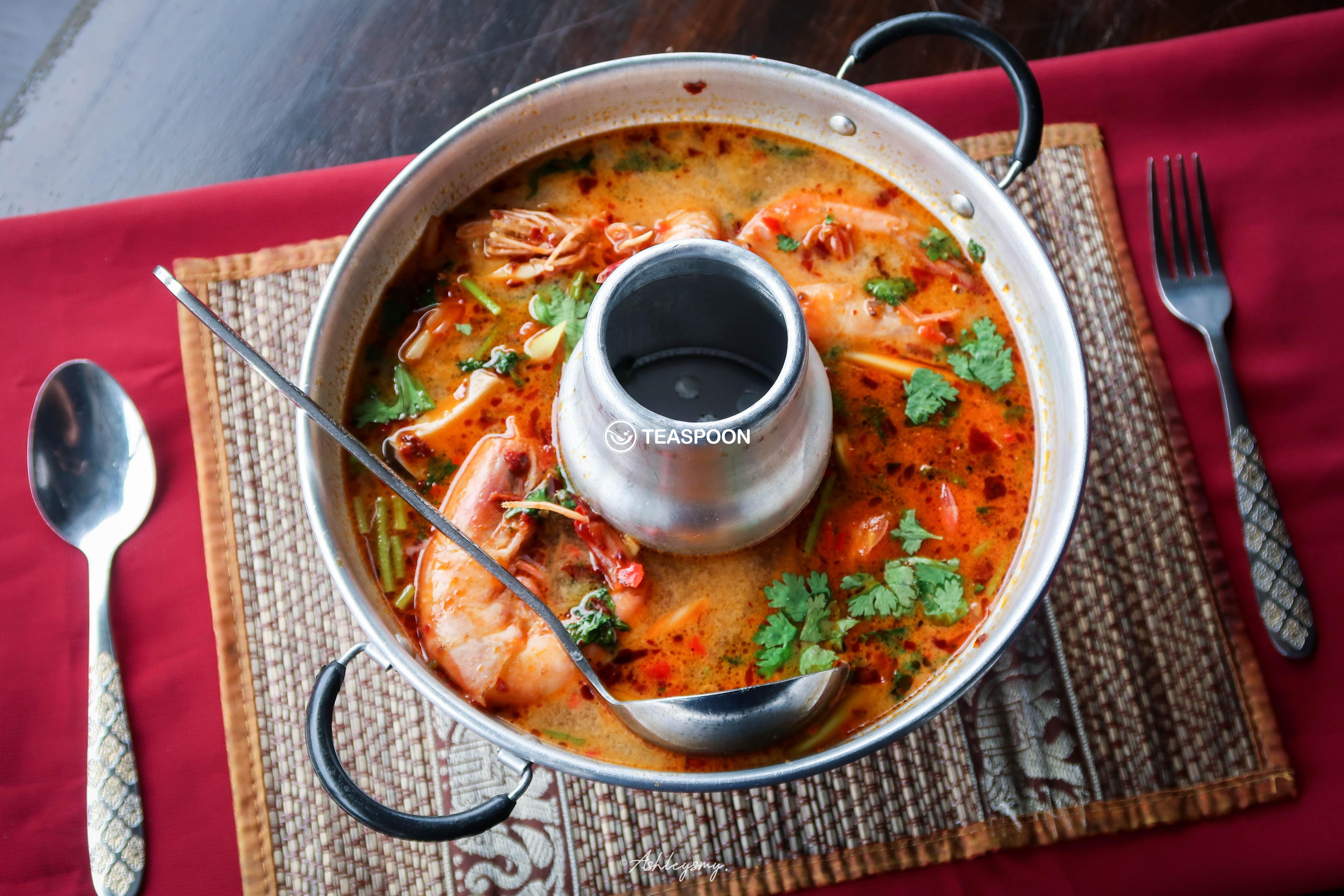 Tomyum Creamy Prawn Soup (Tomyum Nam Khon Kung) (2)