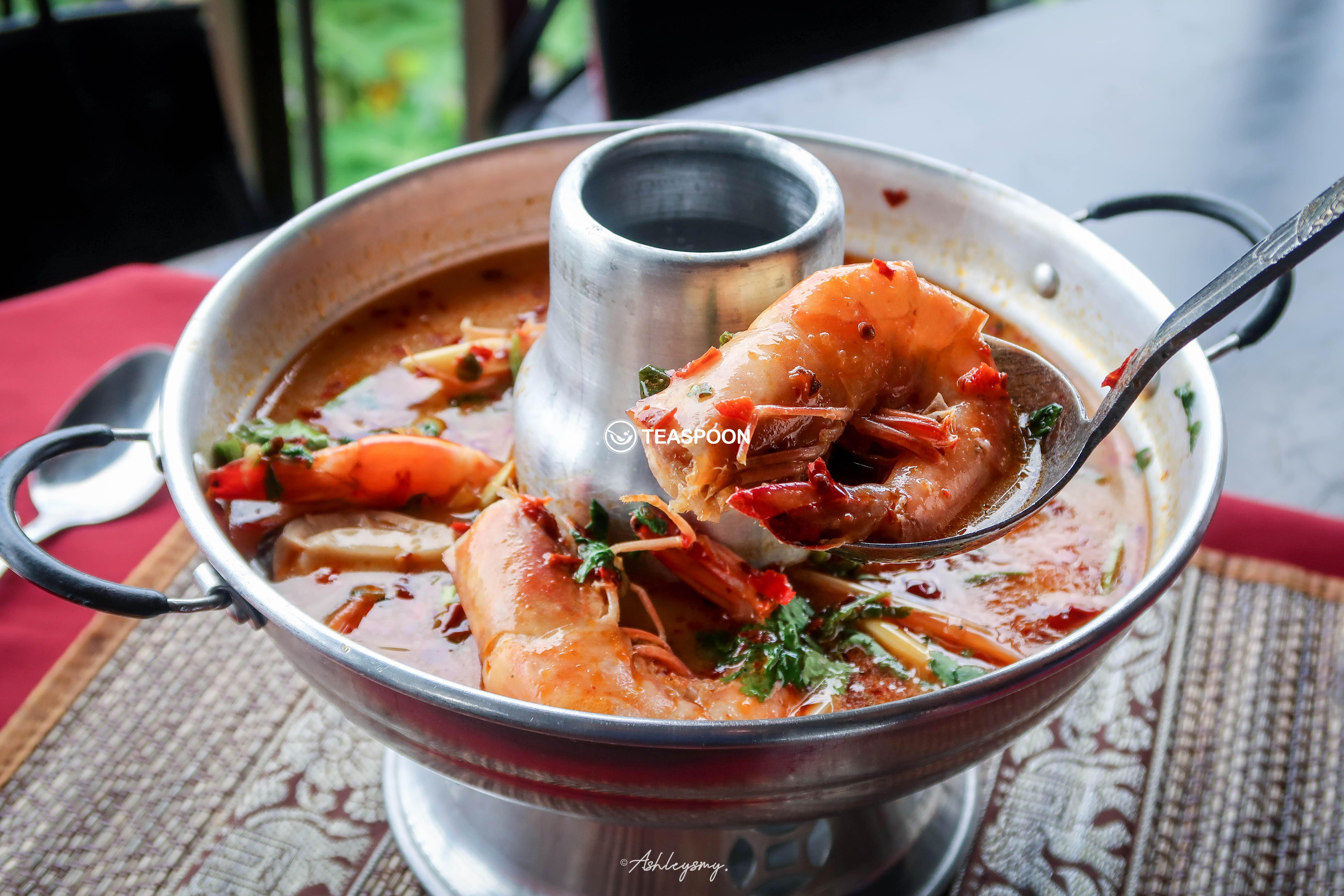 Tomyum Creamy Prawn Soup (Tomyum Nam Khon Kung)