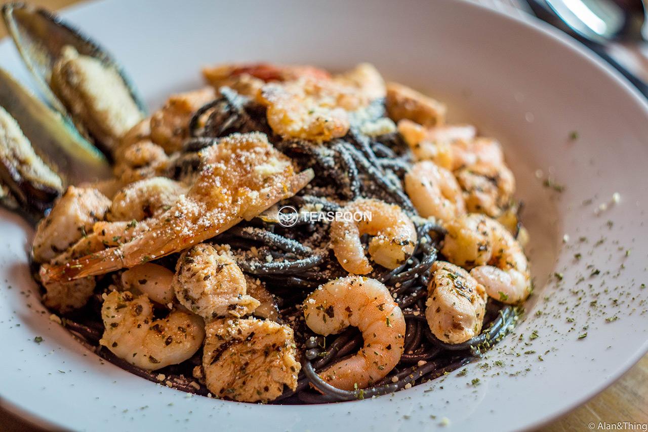 Squid Ink Aglio Seafood Spaghetti (3)